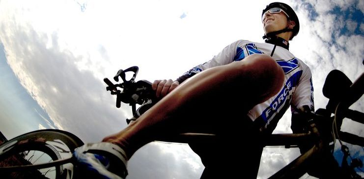 cyclist-dismounting-bike